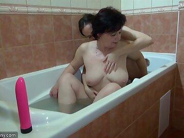 OldNanny Granny and sexy girl masturbate in be transferred to bath
